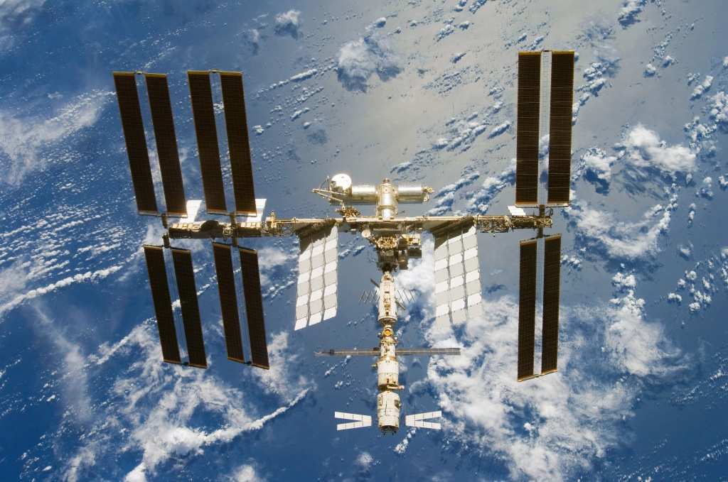 The_International_Space_Station_seen_from_Space_Shuttle_Discovery_after_the_STS-124_mission