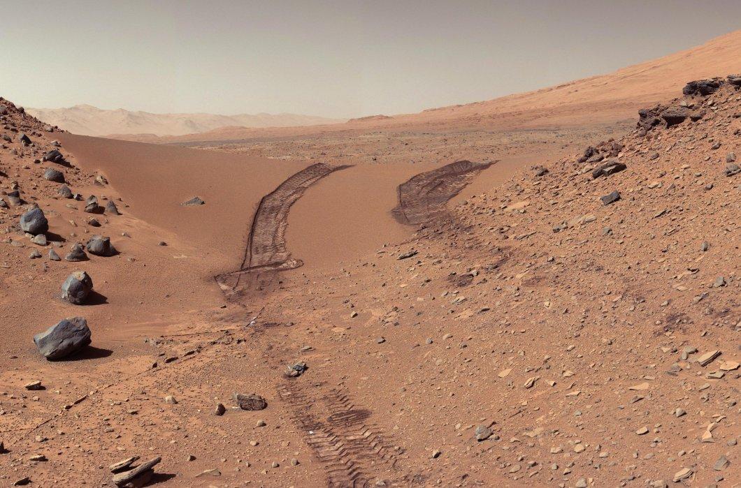 PIA17944-MarsCuriosityRover-AfterCrossingDingoGapSanddune-20140209 (1).jpg