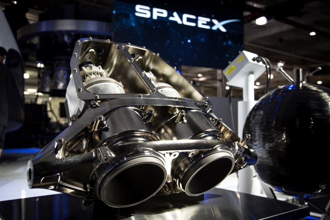 SuperDraco_rocket_engines_at_SpaceX_Hawthorne_facility_(16789102495)