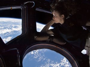 tracy-caldwell-space-station-cupola-window